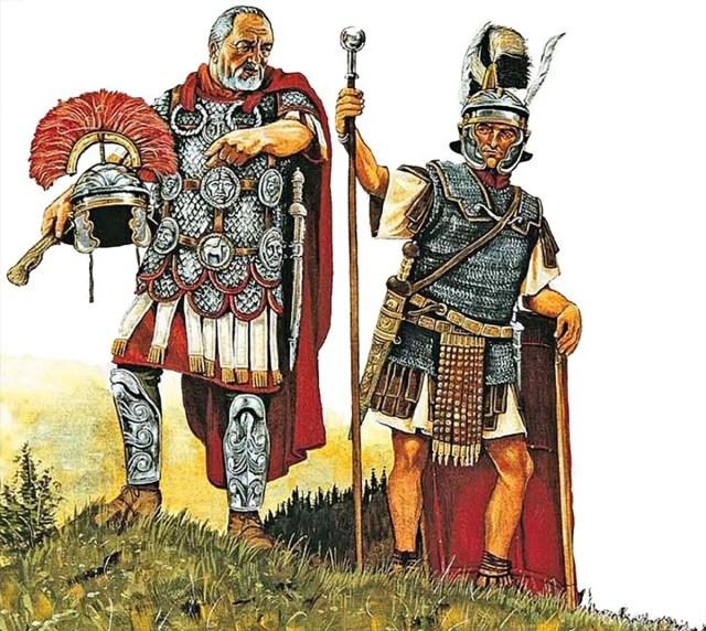 Ilustración de un centurión instruyendo a un optio.