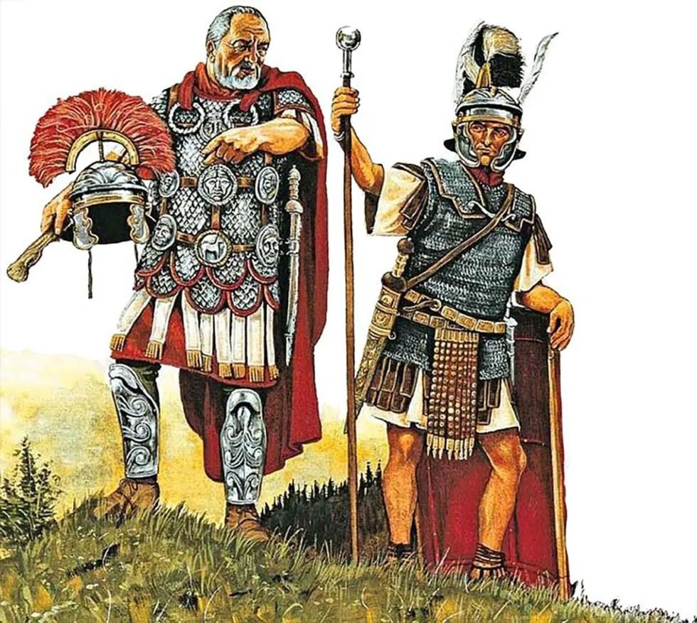 Ilustración de un centurión instruyendo a un optio. Dos oficiales romanos.