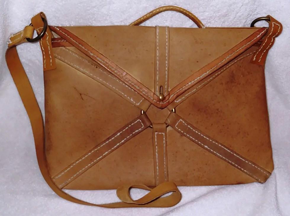 Reconstrucción de un loculus, la cartera utilizada por los legionarios para guardar sus bienes personales.