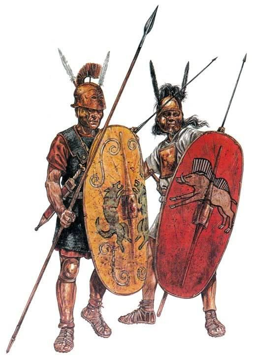 Triarii junto a un Hastati, infantería de la República romana.