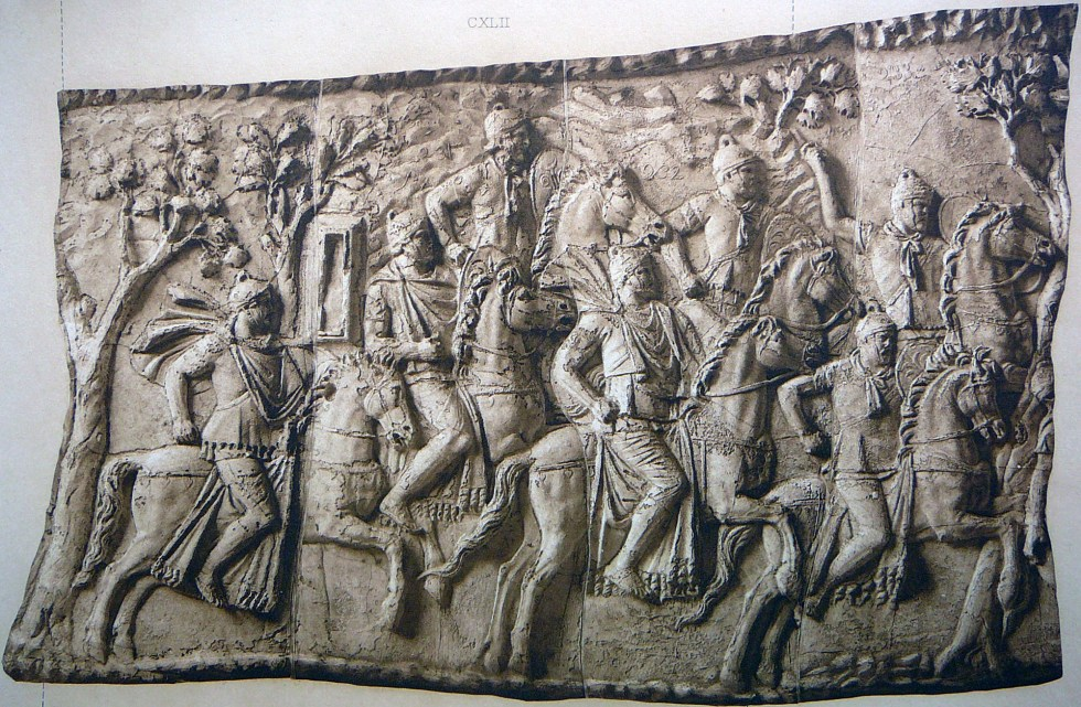 Molde de uno de los paneles de la Columna de Trajano mostrando el inicio de la persecución del rey Dacio Decébalo.