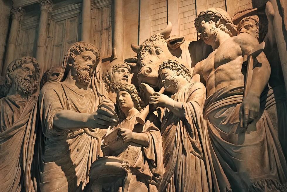 Relieve del emperador Marco Aurelio oficiando como Pontifex Maximus.