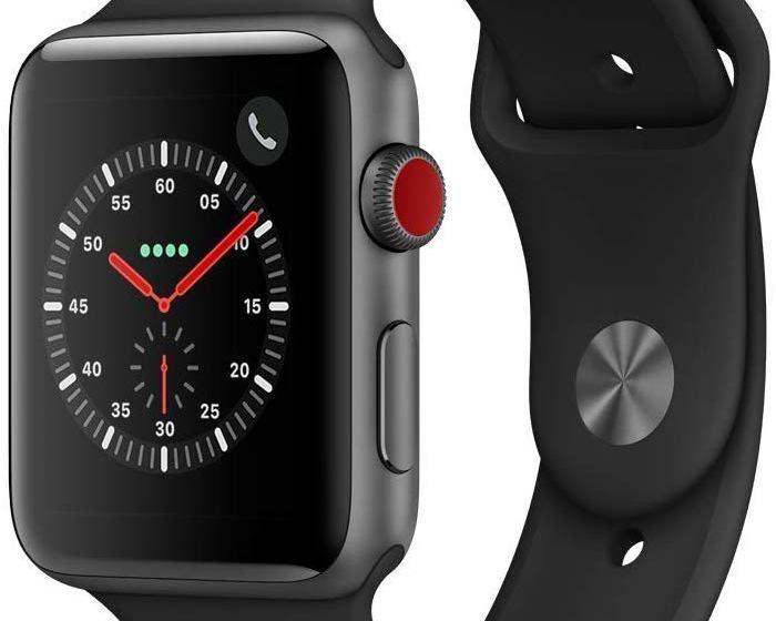 Apple Watch Series 3 (GPS + Cellular) con cassa 42 mm in alluminio grigio siderale e Apple Watch Cinturino Sport nero