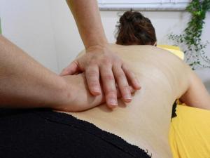 Manuelle Therapie durch einen Physiotherapeuten