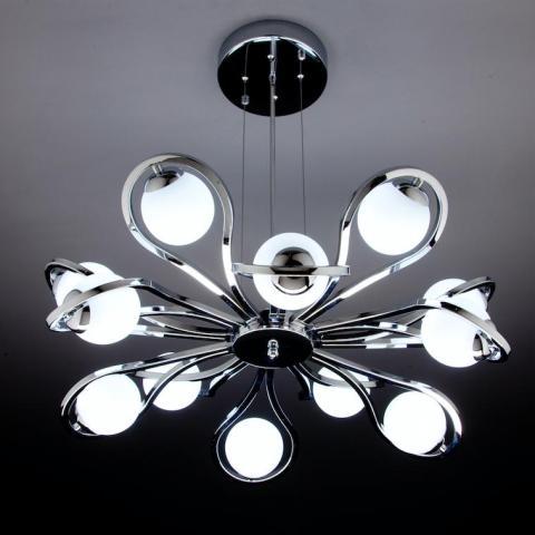 come illuminazione è preferibile installare delle luci nel controsoffitto come faretti colorati o luci a fibra ottica perchè solitamente l'altezza non favorisce l'installazione di un lampadario. Lampadari Moderni A Led Di Design Per Il Tuo Soggiorno