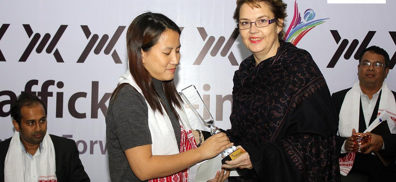 Appu Gapak Sub Editor Arunachal Times receives Impulse Model Media Award for Change Makers 2013 from Cristina Albertin Representative UNODC Regional Office for South Asia.