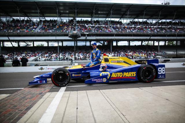 Al finalizar su clasificación, cada piloto posa para una foto oficial (FOTO: David Yowe/INDYCAR)
