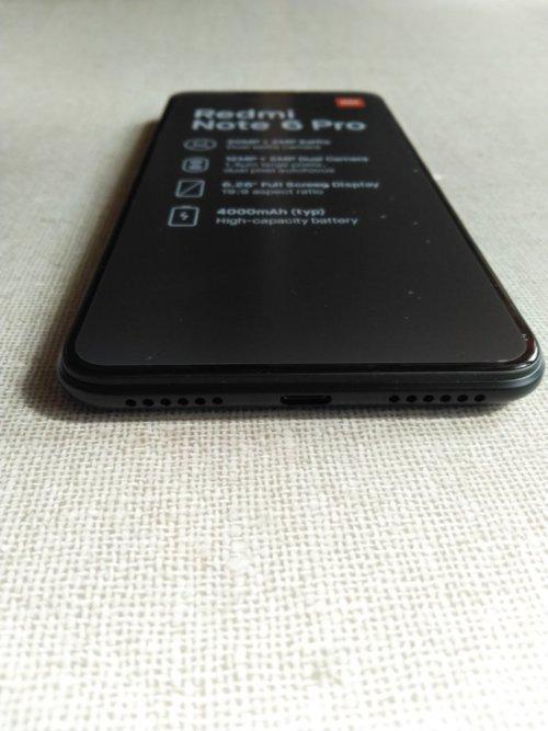 Xiaomi Redmi Note 6 Pro筐体デザインボトム