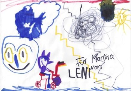 Auf Magdalenas zweitem Bild ist mehr Action. Links das riesige Gesicht einer Katze, Martina mit - deutscher, sorry - Flagge radelt im Vordergrund (Nase, Ohren :-)) Über ihr tobt ein Gewitter mit Donnerblitzen (schwarz) und Lichtblitzen (gelb), im Hintergrund ein schwarzer Mond (black moon rising) und eine Sonne.
