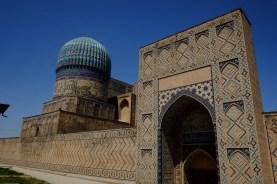 Bibi Khanym Mosque Outside