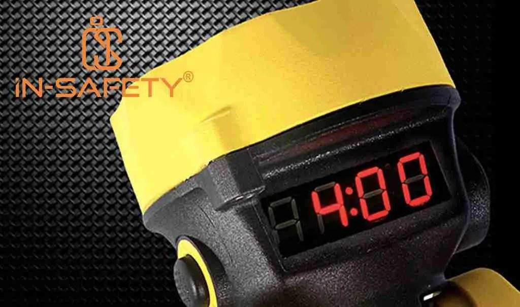 Sistema display della ADALIT che mostra, in ore e minuti, l'autonomia rimasta della lampada portatile.
