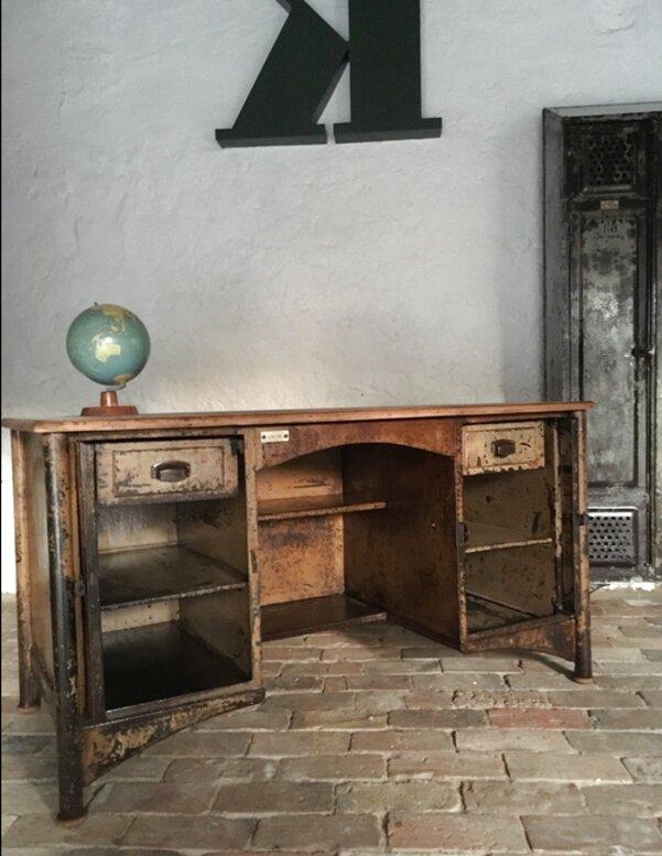 Scrivania americana anni 20, con porte a scomparsa, in ferro con ripiano legno e finta pelle (restaurato) nella sua patina originale che voleva riprodurre le. Scrivania Americana Usato In Italia Vedi Tutte I 38 Prezzi