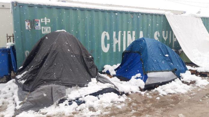 Στο έλεος της «Μήδειας» οι πρόσφυγες – Το χιόνι «έθαψε» τις σκηνές στους καταυλισμούς