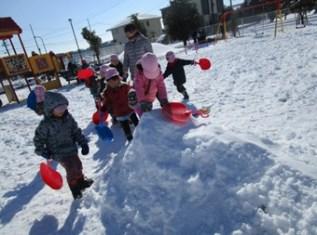 (冬)園庭での雪遊び