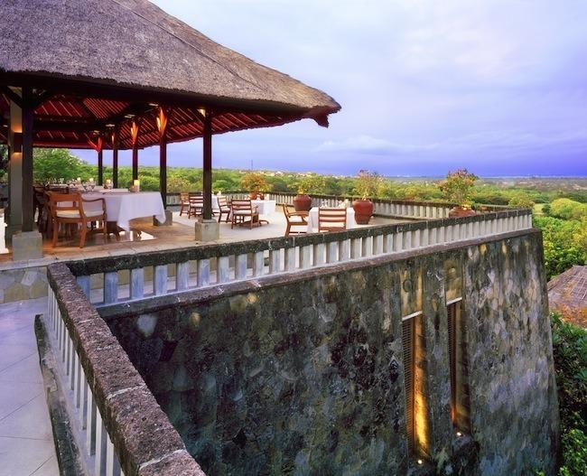 RS576_Amanusa-Terrace-Dining-