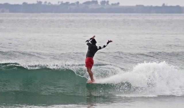 daryn-dancin-on-surfboard