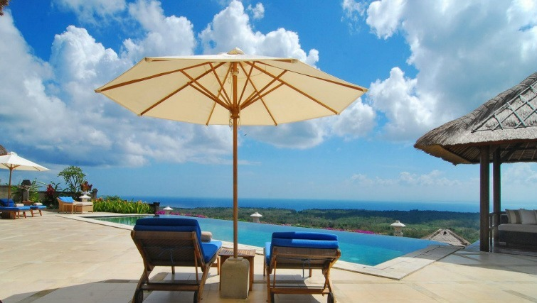 A stunning vista overlooking the ocean in Uluwatu