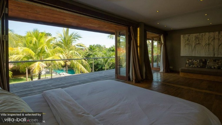 Spacious rooms at Villa Yoga in Semintak