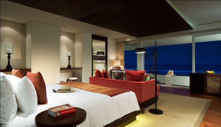 ocean-front-honeymoon-suite-looking-out
