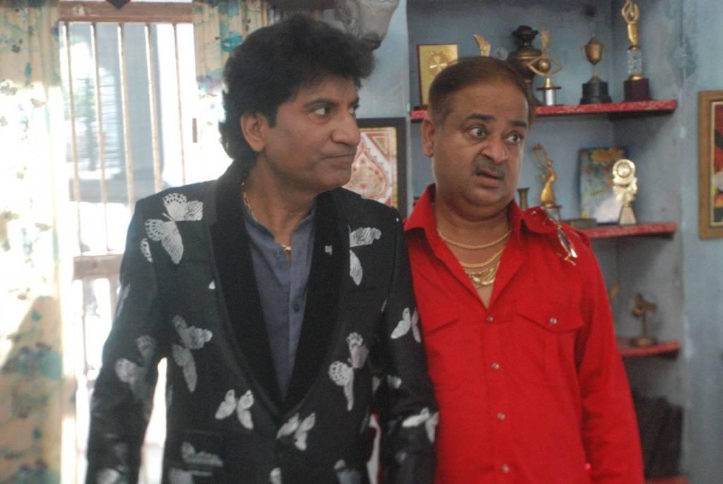 Raju Srivastav and Anu Awasthi in Aur Bhai Kya Chal Raha Hai