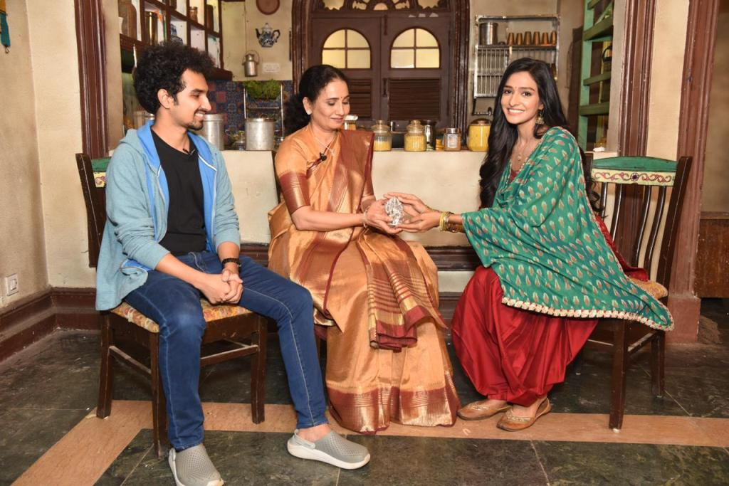 Actor Aishwarya Khare draws inspiration from COVID Heroes of India for her title role in Zee TV's upcoming show Bhagya Lakshmi, salutes them with a Goddess Lakshmi idol