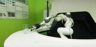 Yanu, robot bartender