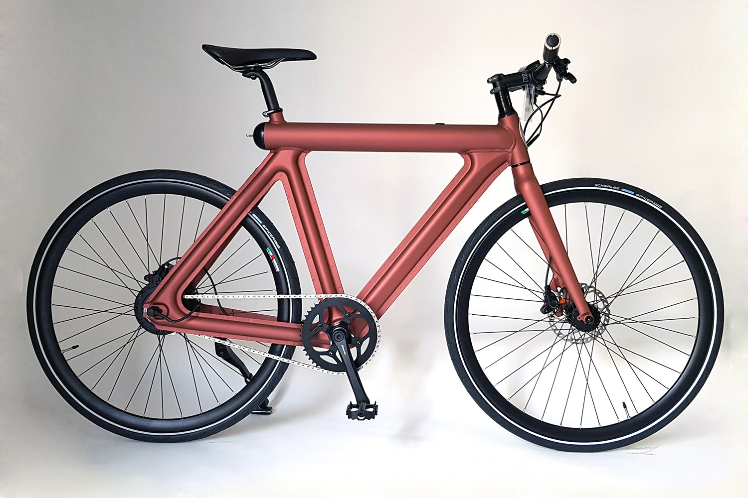 Leaos' Pressed E-Bike with an invisible drive weighs only 15 kg