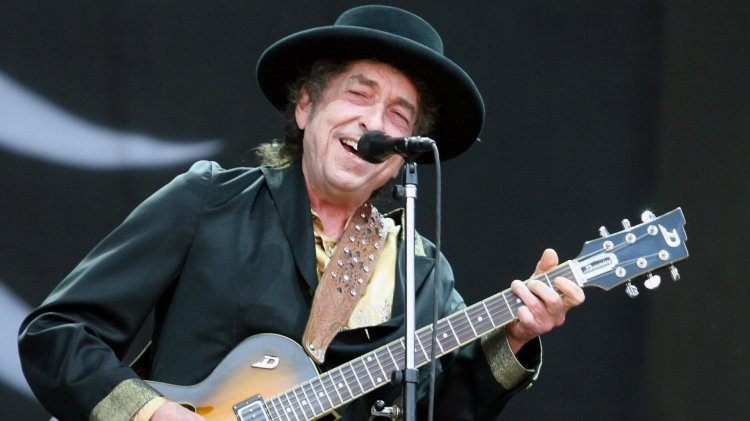 It Took Bob Dylan Less Than 30 Seconds to Teach a Remarkable ...