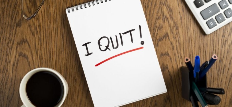 "A tablet with the words ""I Quit"" written on it to signify quit smokeless tobacco"