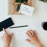 How to Write Meaningful Holiday Cards When You're Pressed for Time