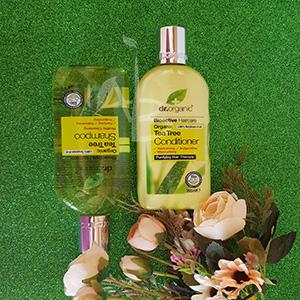 Confezioni di shampoo e balsamo al tea tree di Dr. Organic