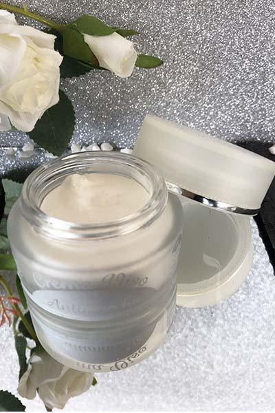 Texture della crema viso antimacchie di AmaTè