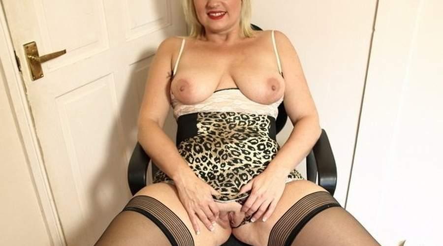 bella donna cougar tettona e feticista cerca uomini veri