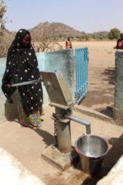 Pozzo a pompa nel villaggio di Oudda - Camerun