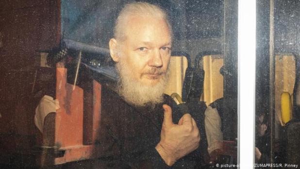 Julian Assange Arestat Cenzura se Intensifică