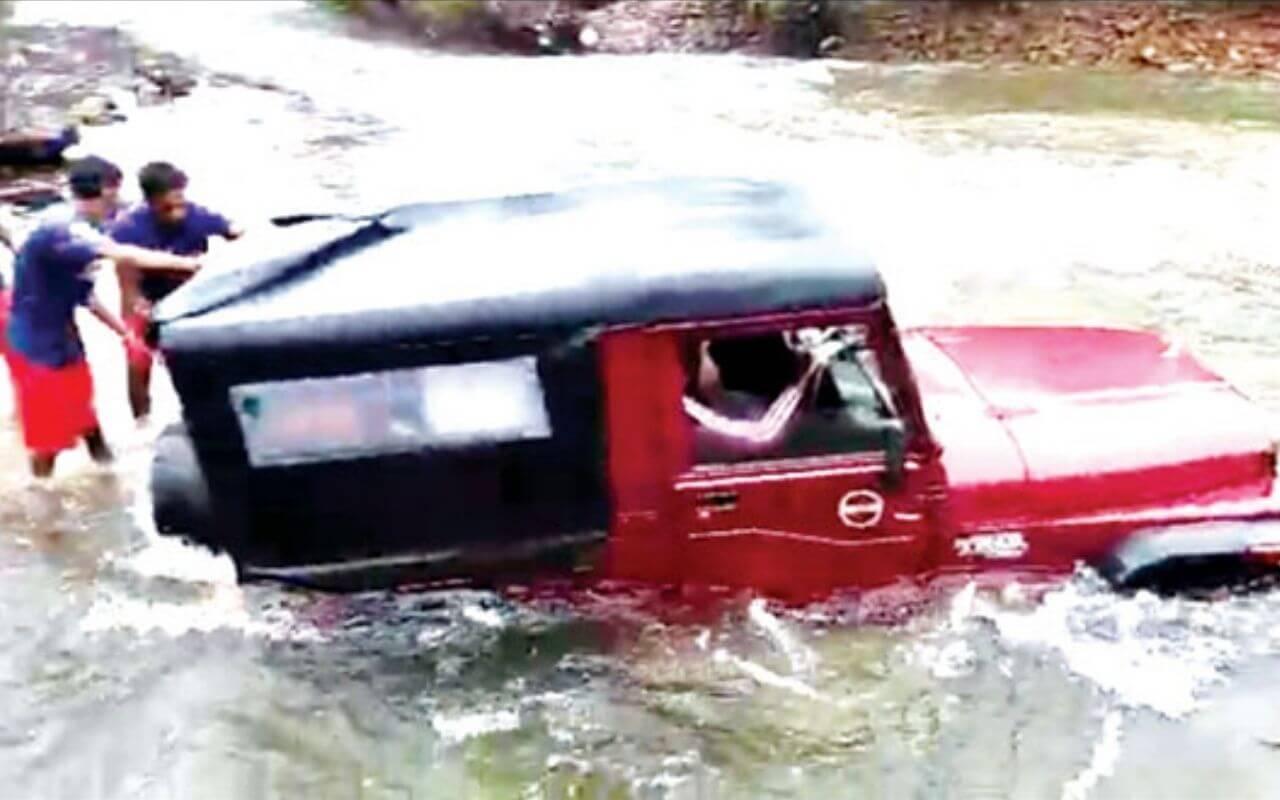 Five Delhi Tourists Rescued At Dudhsagar in Goa