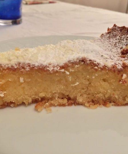 La torta caprese mandorle e cioccolato bianco