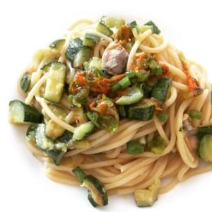 Spaghetti vongole, fiori di zucca e zucchine