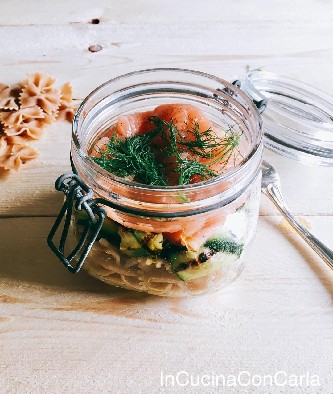 Insalata di pasta integrale zucchine e salmone