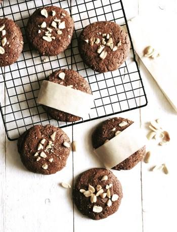 Cookies al cacao e burro d'arachidi