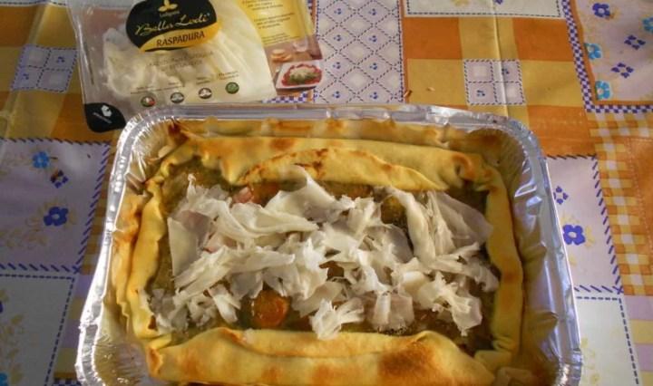 Torta salata con peperoni, melanzane e carote