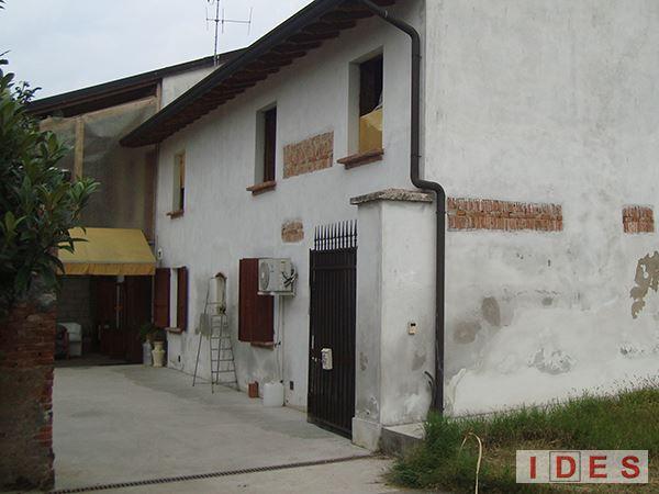 Casale rustico in via Kennedy - Verolanuova (Brescia)