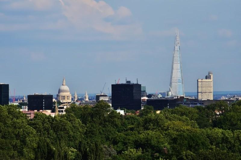 St Paul's Cathedral e The Shard - Vista do mirante do Primrose Hill, um dos parques de londres