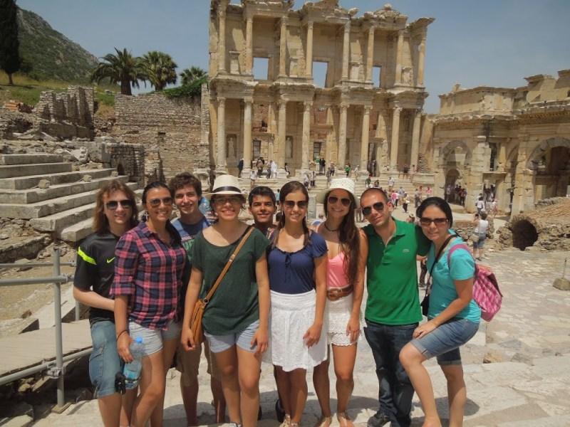 Nosso grupo em frente as ruínas de Ephesus - Turquia