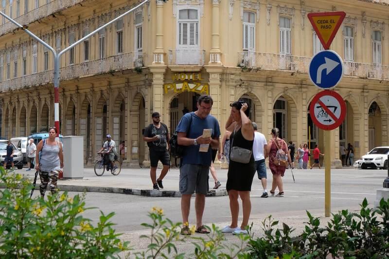 Mapa de papel é alternativa a falta de internet em Cuba