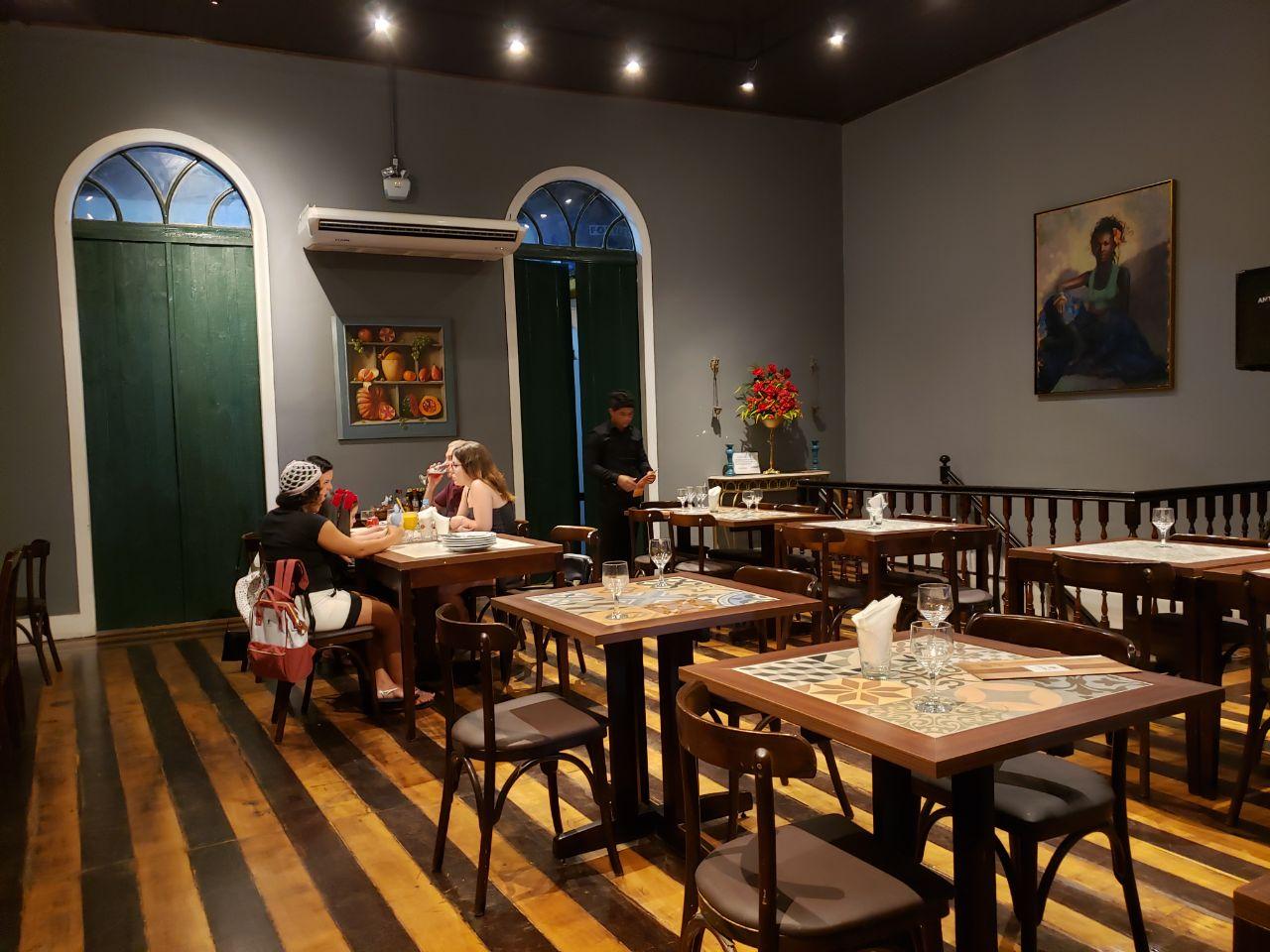 restaurante de comida típica flor-de-vinagreira