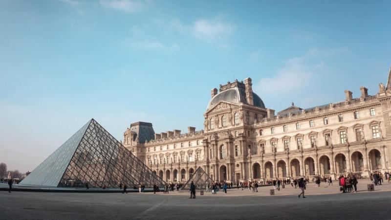 Museu do Louvre - Um dos principais pontos turísticos de Paris