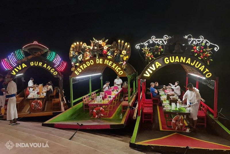 Trajineras de Xoximilco Cancún, esperando os participantes