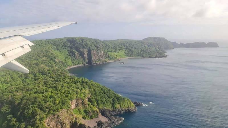 Parte sul da ilha de fernando de noronha visto do avião