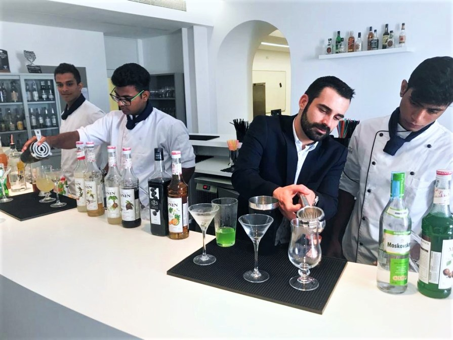 Picture of VMSIIHE students at a mixology workshop in Portugal